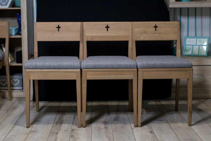 Kaufen Sie hölzerne Kirchenbänke aus Eichenholz.